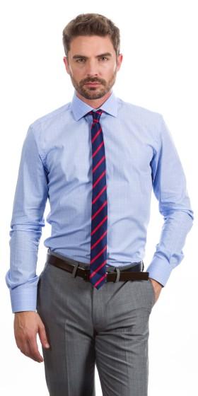 Camisa a medida azul con líneas perpendiculares blancas